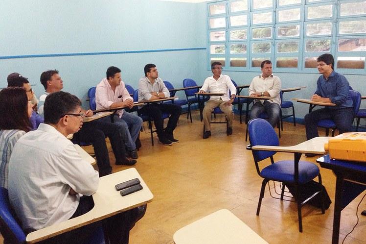 Gestores se reúnem com o prefeito do município de cordeiro