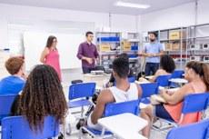 Alunos assistem aulas dos cursos de verão