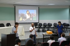 Felipe Matos (ao centro) falou sobre a experiência de participar da Obmep