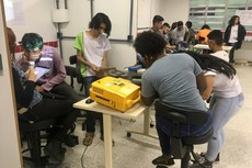 Alunos fazem apresentação de protótipos em laboratório do IFF Pádua