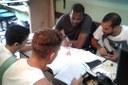 O coordenador do projeto, Valdeir Júlio, com estudantes e bolsistas
