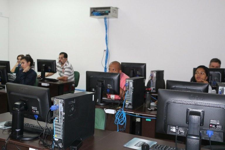 Bibliotecários passam por treinamento para utilização de novo sistema