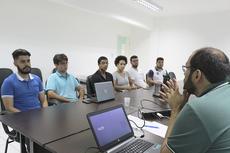 Estudantes durante reunião com o diretor Henrique da Hora