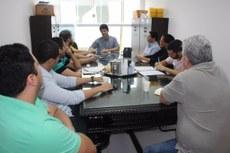 Integrantes da comissão durante reunião, no Gabinete da Reitoria