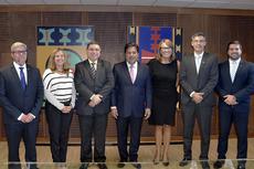 Membros da nova diretoria com o ministro da Educação Mendonça Filho (Foto: Rodrigo Gonçalves)