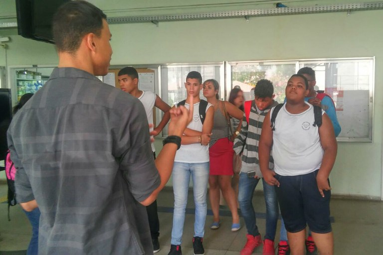 Ação com alunos da Escola Municipal Amaro Prata Tavares