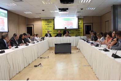 Em reunião, MEC garante a manutenção do Pibid