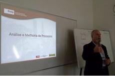 O curso foi ministrado pelo professor Hélio Costa