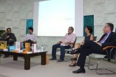 Gestores do IFF e o autor Augusto Eduardo durante cerimônia de lançamento