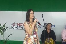 A professora Carmen Lúcia durante apresentação na Mostra de Experiências Exitosas