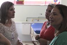 As servidoras Taís e Márcia com a assistente social Alcedina