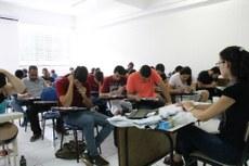 Estudantes realizando prova da 1ª fase no Campus Campos Centro.