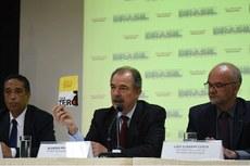 Ministro Aloizio Mercadante fala sobre a campanha de mobilização contra o zika vírus (Foto: João Neto/MEC)