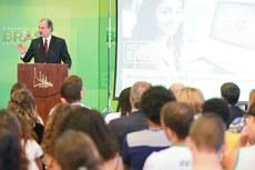 O ministro Aluizio Mercadante durante o lançamento das novas ferramentas (Foto: Isabelle Araújo/MEC)