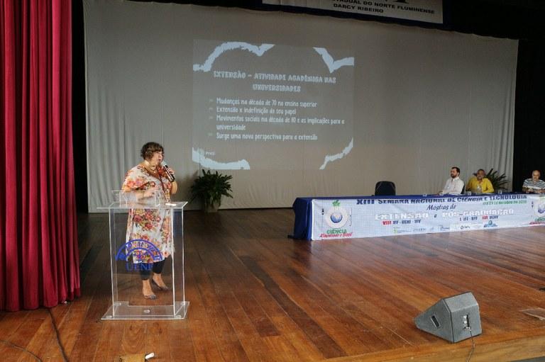 Professora Regina Henriques, da Uerj