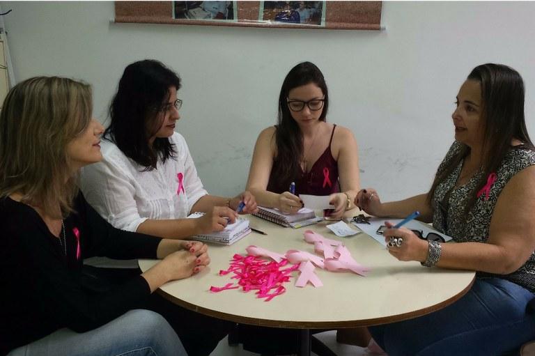Siass realiza ação do Outubro Rosa na Reitoria