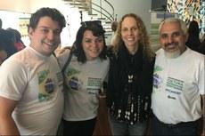 Da esquerda para a direita: Jonas, Anna, a secretária de Cultura do Estado do Rio de Janeiro, Eva Doris, e Wellington.