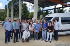 Gestores e alunos do SAEG durante visita às indústrias de rochas ornamentais