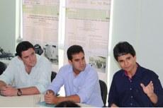 O reitorJefferson Manhães com o prefeito eleito Rafael Diniz e o vereador reeleito Marcão