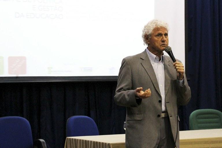 Cipriano Luckesi em palestra