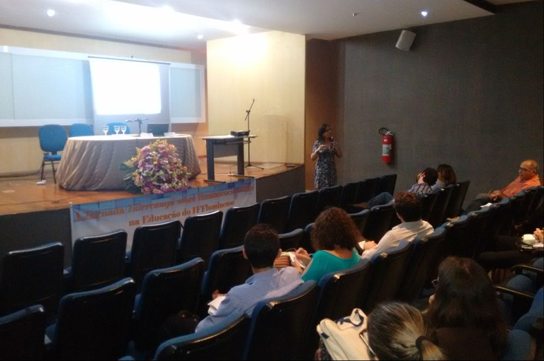 Servidores da Educação discutem permanência e êxito de estudantes