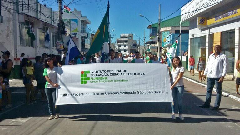 Campus São João da Barra participa de desfile cívico municipal