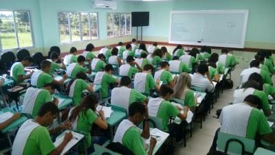 Nivelamento em Matemática básica busca auxiliar os alunos que possuem baixo desempenho nessa área do conhecimento.