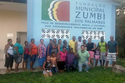 Moradores e equipe se reúnem em fundação de desenvolvimento das comunidades quilombolas do Imbé
