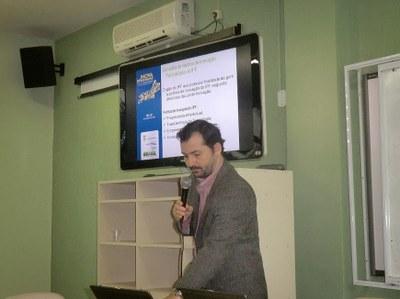 Rodrigo durante apresentação no I Inova IFF, em 2013.