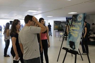 Oficina de Pintura encanta participantes da XIII Semana de Ciência e Tecnologia