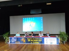 Mesa de autoridades, da esquerda para a direita: Jair, Olney, Teresa, Vicente e Roberto.