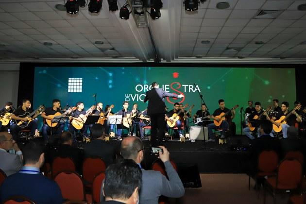 Orquestra de Violões do IFF foi aplaudida de pé pelo auditório