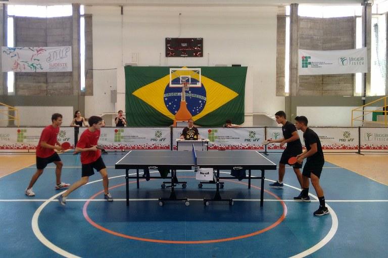 Final masculina do tênis de mesa em dupla.