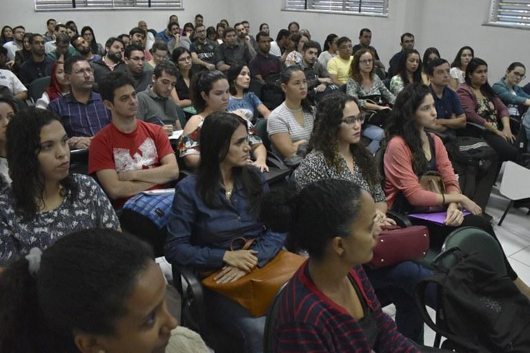 Candidatos aprovados em concursos públicos se apresentam no IFF