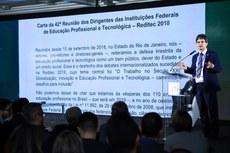 Reitor Jefferson Manhães durante a leitura do documento (Foto: Gildo Júnior - IFRR)