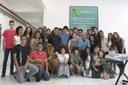 Integrantes do Coro com o reitor Jefferson Manhães e a coordenadora de Políticas Culturais e Diversidade Kátia Macabu