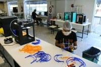 Parque de impressão em 3D do IFFluminense, onde já foram produzidos dois mil protetores faciais. Foto: Divulgação/IFF.