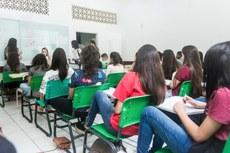 Prova da 1.ª fase será aplicada no dia 17 de maio (Foto: Mayhara Barcelos) - (#pracegover: imagem com estudantes em sala de aula durante realização de prova).