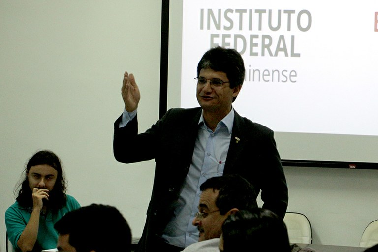 IFF realiza posse coletiva de novos professores