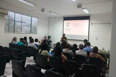 Professores empossados participam do Seminário de Integração, no auditório da Reitoria.
