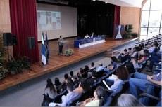 """Mesa teve como tema """"Desenvolvimento regional e financiamento das pesquisas nas Universidades"""" (Foto: Ascom Uenf)"""