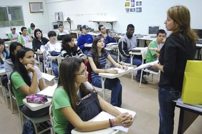 Alunos de telecomunicação em aula antes da pandemia