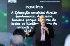 Naomar Almeida falou sobre os desafios da globalização. (Gildo Júnior - IFRR)
