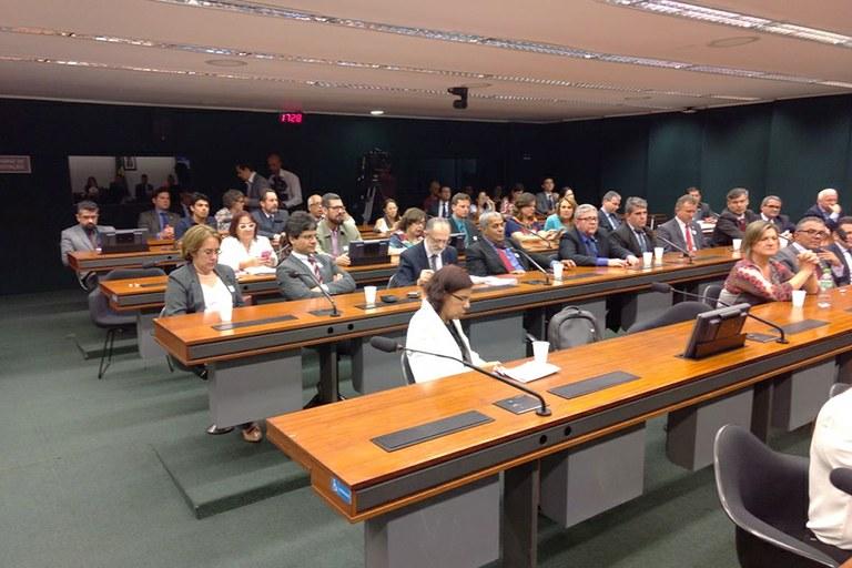 Parlamentares discutem situação orçamentária da Rede Federal