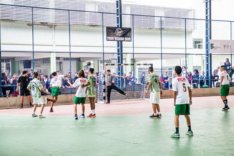 Participação da torcida e expectativa marcam o primeiro dia de competições do V JIF