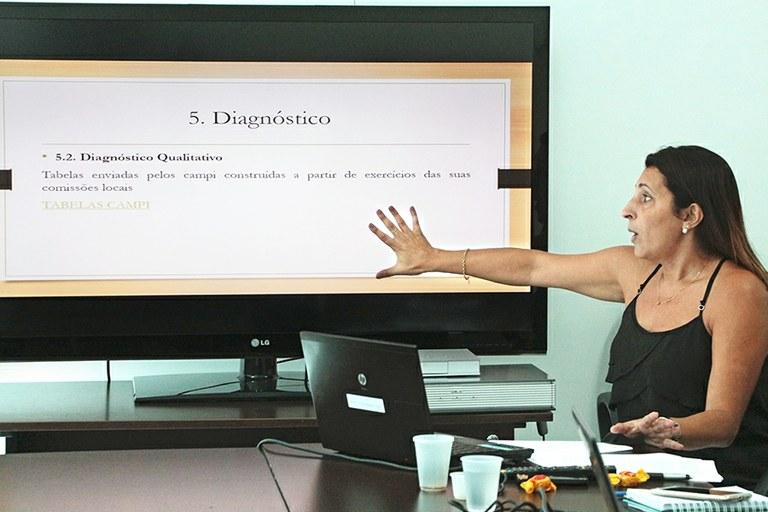 Diretora de Políticas da Educação Básica Profissional, Cátia Viana, durante apresentação do Plano na Câmara de Políticas Estudantis