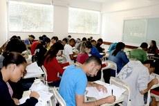 Candidatos durante a realização da prova no Campus Campos Centro.