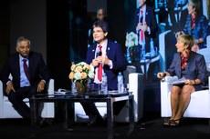 Debate, mediado por Jefferson Manhães, contou com os convidados internacionais Shyamal Majumdar e Denise Amyot  (Fotos: Gildo Júnior - IFRR)