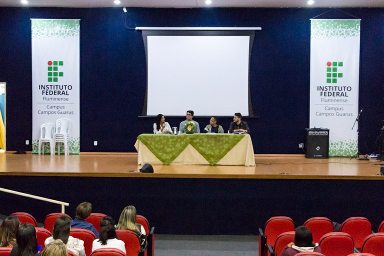 Seminário debate os Desafios para o Ensino Plurilíngue na Educação Básica