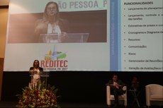 Simone Vasconcelos apresenta projeto do IFF na Reditec